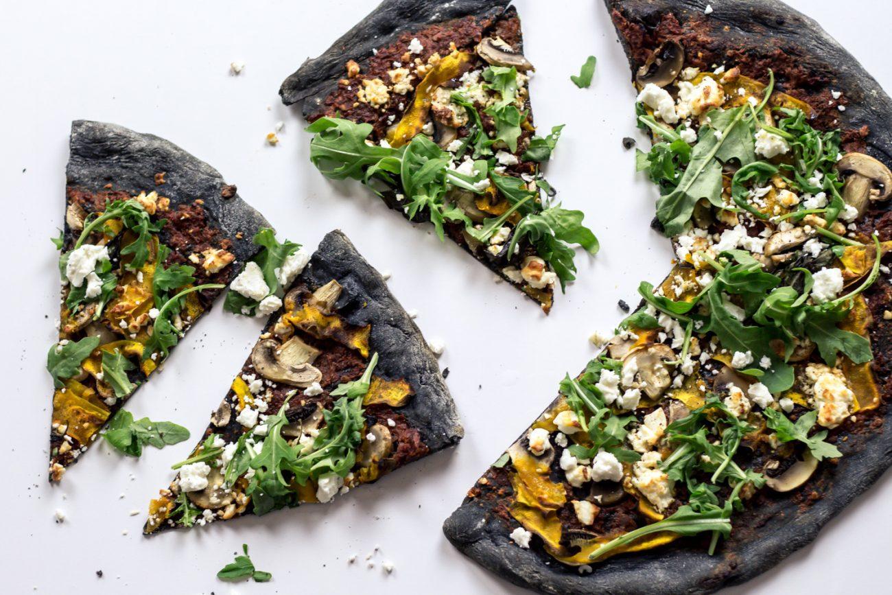 Pizza di Farro al Carbone Vegetale