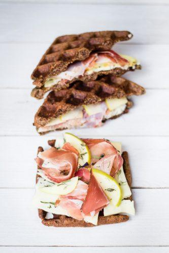 Waffle toast salato di grano saraceno