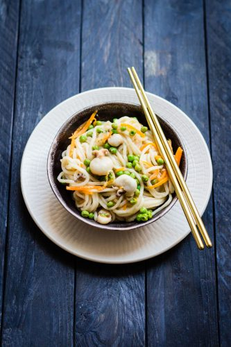 Noodles con moscardini, arancia e zenzero