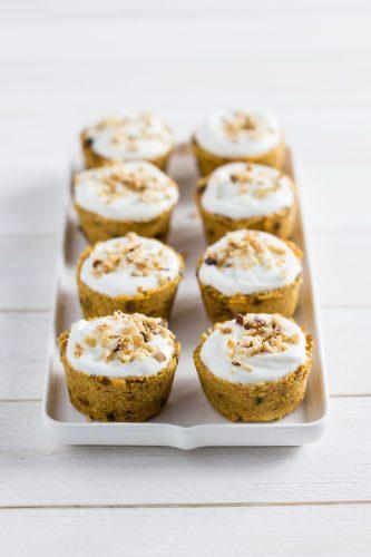 Cupcakes di carota senza cottura con glassa allo Skyr