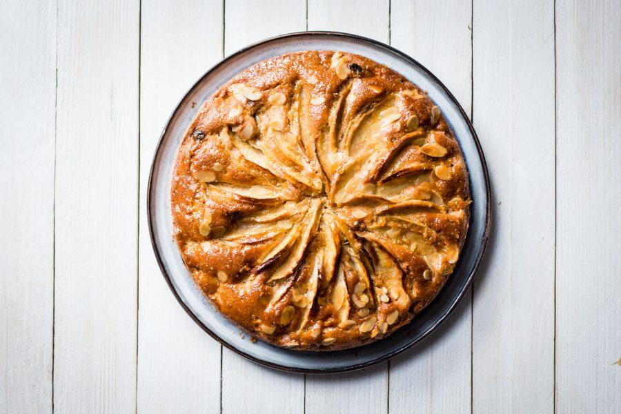 Torta speziata di mele e uvetta