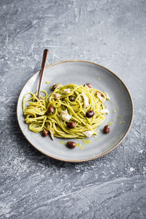 Spaghettoni con crema di asparagi, olive taggiasche, limone e orata