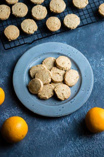 Biscotti al burro con avena e arancia