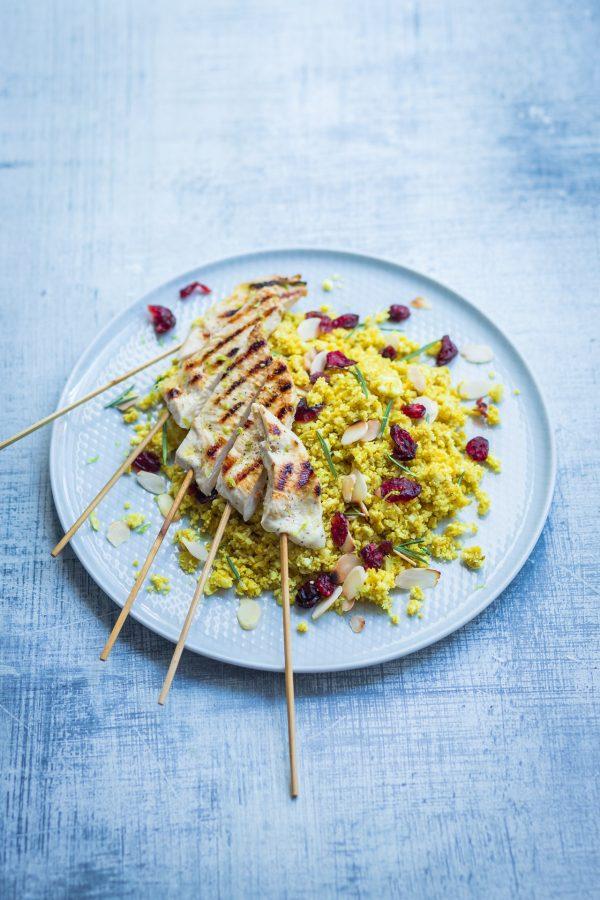 Stecchini di pollo al limone e rosmarino con riso di cavolfiore